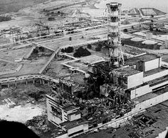 WORLD'S WORST NUCLEAR ACCIDENT. The Chernobyl nuclear power plant sits crippled two to three days after the explosion in Chernobyl, Ukraine in April, In front of the chimney is the destroyed reactor. Hiroshima, Nagasaki, Fukushima, Chernobyl 1986, Chernobyl Disaster, Chernobyl Now, Ukraine, Chernobyl Nuclear Power Plant, Ruins