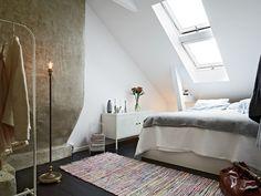sypialnia pod skosami dachu