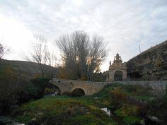Rio Eresma, puente y Arco de la Fuencisla.Segovia