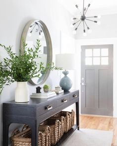 Classic & Sophisticated San Francisco Home Thats Also Kid-Friendly HAVEN Entryway Decor Ideas Classic Francisco HAVEN Home Kidfriendly San Sophisticated Entrance Hall Decor, Decoration Hall, House Entrance, Entryway Decor, Entryway Ideas, Entryway Table Decorations, Foyer Table Decor, Entryway Console Table, Entrance Table