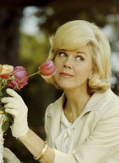 I love old movies and Doris Day is one of my favorites! people-i-admire Hollywood Stars, Classic Hollywood, Old Hollywood, Hollywood Icons, Hollywood Glamour, Classic Movie Stars, Classic Movies, Doris Day Movies, Divas