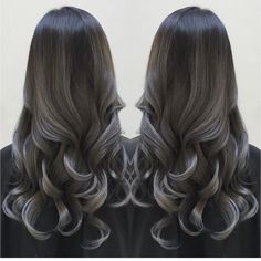 We love these smokey tendrils by the talented @che.r.mariano #hairaddiction #longhairdontcare