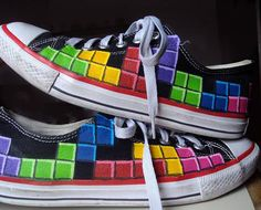 Paint a game of Tetris on your Chucks. Converse and Nintendo NES 4 eva. Geek Style, My Style, Shoe Painting, Hand Painted Shoes, Geek Fashion, Awesome Shoes, Geek Culture, Vans Sk8, Wardrobes