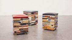 Oude boeken doen dienst als poef.