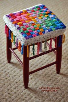 Crochet Table Mat, Crochet Doily Rug, Crochet Mandala Pattern, Crochet Quilt, Crochet Pillow, Crochet Home, Love Crochet, Crochet Crafts, Yarn Crafts