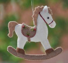 Felt Christmas Decorations, Christmas Fair Ideas, Felt Christmas Ornaments, Christmas Projects, Beaded Ornaments, Snowman Ornaments, Christmas Sewing, Handmade Christmas, Felt Crafts Patterns