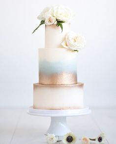 Wintry White Wedding Cake | 15 Stunning Wedding Cakes For A Unique Wedding | Make Your Wedding Extra Special with these Beautiful, Elegant and Creative Cake Ideas | http://homemaderecipes.com/15-stunning-wedding-cakes/