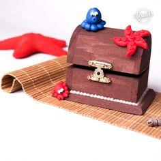 Scatolina portaoggetti decorata in fimo. Disponibili su richiesta. Codice acquisto: # S4