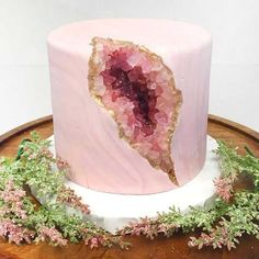 Nadia Cakes, a renowned bakery that has won numerous awards, recently made a pink geode cake. After sharing a picture of the geode cake online, people noticed that it looked a lot like a vagina. Pretty Cakes, Cute Cakes, Beautiful Cakes, Amazing Cakes, Amazing Birthday Cakes, 13 Birthday Cake, Fondant Birthday Cakes, Birthday Cake Designs, 13th Birthday
