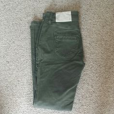 """Skinny utility jeans size 0 Skinny utility jeans size 0. Straight to the hip Brand new with tag 38 1/2"""" in length.  Inseam 28"""" Rise is 9"""" LOFT Jeans Skinny"""