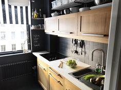 Mała kuchnia z maksymalnie wykorzystaną przestrzenią
