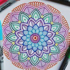 Easy Mandala Drawing, Mandala Doodle, Mandala Artwork, Ink Pen Drawings, Art Drawings Sketches, Dibujos Zentangle Art, Doodle Art Designs, Simple Artwork, Bullet Journal Art