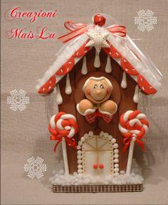 La casetta dei Gingerbread Casetta in legno dipinta e decorata a mano in pasta di mais