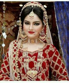 Bridal Makeup Looks, Bridal Looks, Bridal Style, Bridal Hair Accessories, Bridal Jewelry, Pearl Jewelry, Gold Jewellery, Jewelery, Pakistani Bridal Makeup