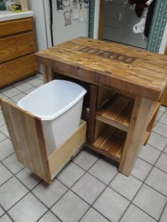 bucher block island with trash dwar Pallet Island, Pallet Kitchen Island, Rustic Kitchen, Diy Outdoor Kitchen, Wood Trash Can Holder, Wooden Trash Can, Wood Shop Projects, Diy Home Decor Projects, Bar Outdoor