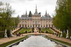 Palacio Real de la Granja, fachada del jardín. Fachada sigue los planos de los arquitectos Filippo Juvarra y Giovanni Battista Sacchetti concebidos en la linea del barroco romano. 1737.