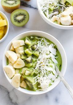 A Big Green Smoothie Bowl for Your Morning Struggle — Delicious Links | The Kitchn | Bloglovin