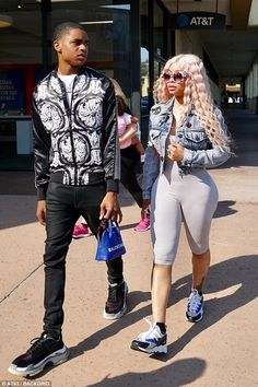 The video vixen slipped into sexy cycling shorts and trainers as she headed to Chuck. E Cheese for a casual dinner with her teenage beau, son King Cairo, and daughter Dream. Black Chyna, Jheri Curl, Hanging Hats, Bleach Blonde, Skinhead, Wardrobe Design, Cycling Shorts, Skin Tight, Rihanna