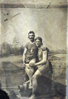 "buzz-o-graph: ""Beach buddies, tintype in front of a painted background, "" Couples Vintage, Vintage Love, Vintage Images, Vintage Men, Vintage Sailor, Retro Men, Dandy, Tintype Photos, Alternate History"
