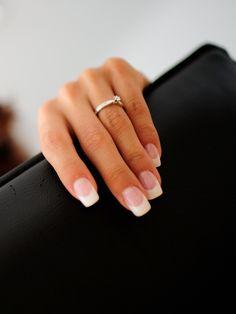 Unghie per il mio matrimonio con anello di fidanzamento-my wedding nails