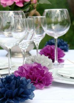 Mit dieser Tisch-Girlande aus hochwertigem Seidenpapier PomPoms haben Sie unzählige Dekorationsmöglichkeiten. Ob als Dekoration bei einer Hochzeit,...