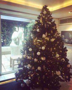 "22 curtidas, 2 comentários - Carina (@carinaivm) no Instagram: ""Prettiest Christmas decoration at The Ivy! #theivy #christmas #christmastree #fashionmusiclovelondon"""