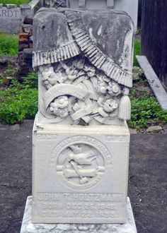 Photo Gallery of Cemetery Symbolism: Woodmen of the World