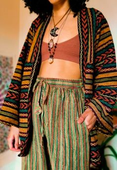 Fashion 60s, 70s Inspired Fashion, Look Fashion, Fashion Outfits, Bohemian Fashion Styles, 70s Hippie Fashion, Hippie Styles, Seventies Fashion, Ethnic Fashion