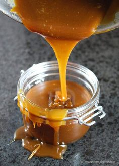 Homemade Salted Caramel Sauce: easy to make & just four ingredients. A drizzle of this velvety smooth salted caramel sauce elevates any dessert to stardom. Caramel Recipes, Candy Recipes, Baking Recipes, Dessert Recipes, Dessert Sauces, Jam Recipes, Cupcake Recipes, Salted Caramel Sauce, Desert Recipes