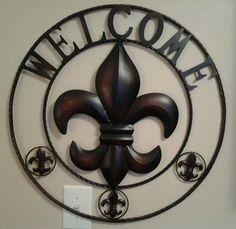 """Fleur De Lis Metal Round Wall """"WELCOME"""" Plaque – Decor Le Fleur"""