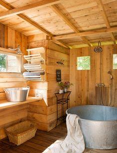 Dřevěná zahradní koupelna ve francouzském stylu | Styl a Interier