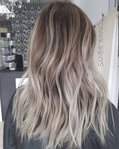 17 Shockingly Pretty Lilac Hair Color Ideas in 2019 - Style My Hairs Blonde Hair Looks, Brown Blonde Hair, Cool Toned Blonde Hair, Winter Blonde Hair, Hair Color Balayage, Hair Highlights, Bayalage, Blonde Balayage, Blonde Makeup