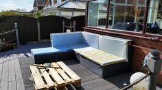 easy-to-build pallet L-sofa