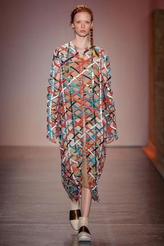 Fernanda Yamamoto Ready To Wear Fall Winter 2016 Sao Paulo Live Fashion, Fashion History, Fashion Show, Fashion Looks, Fernanda Yamamoto, Runway Fashion, Womens Fashion, Fashion Trends, Latest Fashion