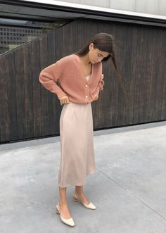 Pin nadiassidani springskirtsoutfits girl pink pretty fashion summer brunette vintage lay it all out Look Fashion, Spring Fashion, Autumn Fashion, Fashion Design, French Fashion, Fashion Fashion, Korean Fashion Fall, Latex Fashion, Fashion 2018