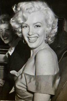 """A rare photograph of Marilyn Monroe, "" Marilyn Monroe Gif, All Star, Baseball Match, San Diego, Hilario, Norma Jeane, Dolly Parton, Hollywood Stars, Film"