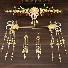 Bride Earrings, Medieval Fashion, Chinese Clothing, Clothes Crafts, Fantasy Jewelry, Hair Sticks, Hairpin, Yoona, Kimono Fashion
