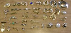 HUGE LOT 38 VINTAGE BROOCHES PINS GOLD TONE COSTUME LOVELY LOT #Unbranded 175$