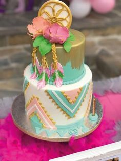 The most beautiful cakes Boho chic style Pretty Cakes, Cute Cakes, Beautiful Cakes, Amazing Cakes, Bolo Hippie, Dream Catcher Cake, Dream Catchers, Bohemian Cake, Fig Cake