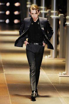 Saint Laurent 2014SS Fashion Pants, Love Fashion, Mens Fashion, Blazer Outfits Men, Sport Outfits, Yacht Fashion, Elegant Man, Versace Men, Cosplay Outfits