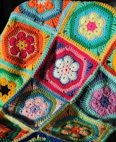 crochet African flower hexagon in a square- clever!