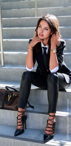 Look fashion, fashion clothes, classy edgy fashion, young fashion, fash Fashion Mode, Work Fashion, Womens Fashion, Fashion Trends, Fashion Ideas, Ladies Fashion, Fashion Black, Feminine Fashion, Fashion Edgy