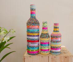 Lindo Kit com 3 garrafas decoradas em estilo brasileiro.