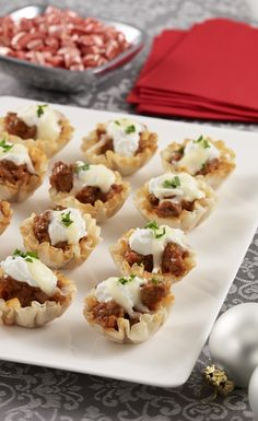 Mini Lasagna Bites warm the tummies of your Christmas party guests - Wow them with this super easy and cheesy bite-sized appetizer recipe.