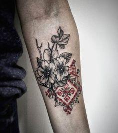 Ce tatouage a été effectué sur le bras d'un homme mais il peut tout aussi bien aller sur celui d'une femme