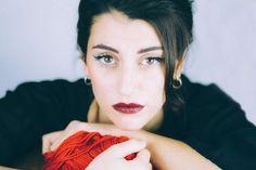 Intervista con Miele, la giovane cantante siciliana che ci racconta di se stessa, dall'esperienza di Sanremo al nouvo tour.