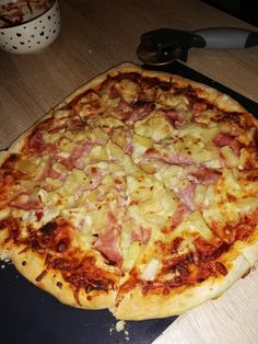 A valódi házi pizza titka! Nálunk ez hagyományos vasárnapi ebéd lett! - Ketkes.com Jamie Oliver, Garlic Bread, Hawaiian Pizza, Winter Food, Cooking Recipes, Drink Recipes, Baked Goods, Holiday Recipes, Prosciutto