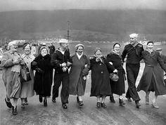 Happiness in black & white: Glasgow Housewives with US Navy , photo © Harry Benson.