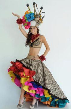 COLOMBIAN DRESS  Reina del Carnaval de Barranquilla/Queen of the Barranquilla Carnival.
