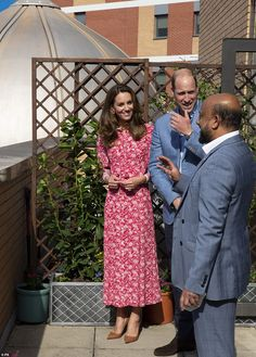 Floral Gown, Floral Shirt Dress, Red Midi Dress, Duchess Kate, Duke And Duchess, Duchess Of Cambridge, Beulah London, East London, Kate Middleton Photos